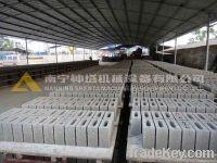 Semiautomatic concrete hollow block making machine