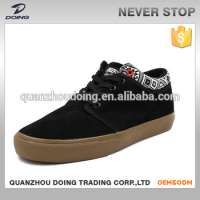 man skateboard casual shoes
